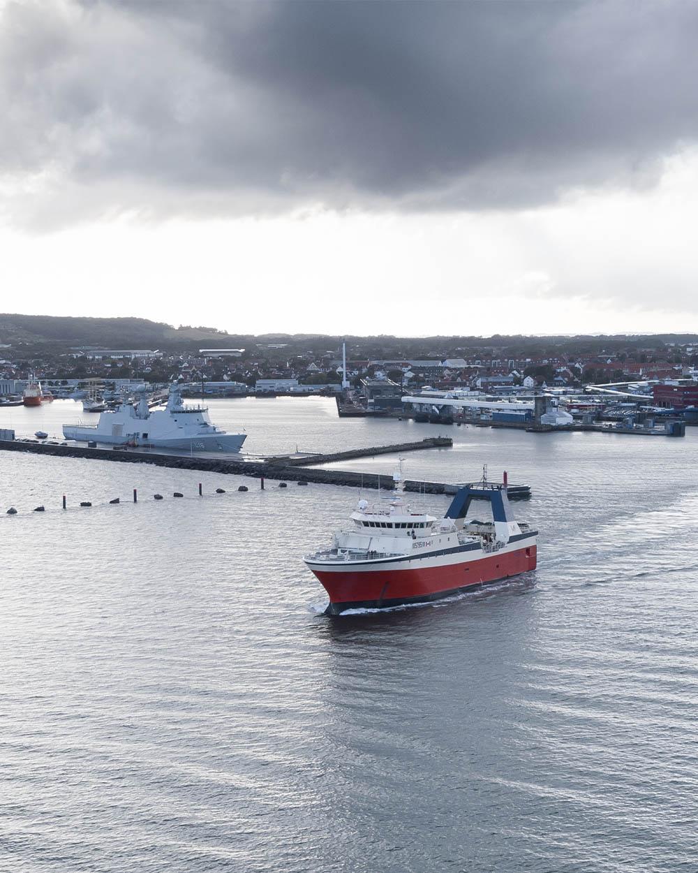 Sirena AS, Mersey Phoenix leaving port